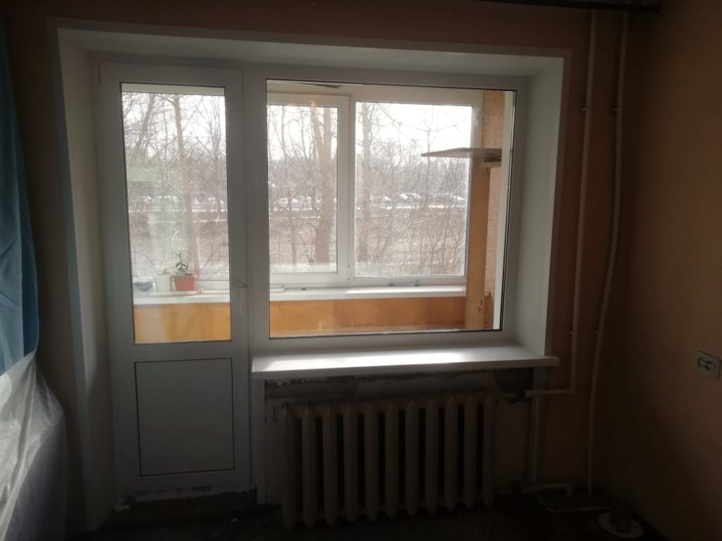 Монтаж балконного блока. Расширили дверной проем для комфортного выхода. Профиль Века Евролайн Премиум.